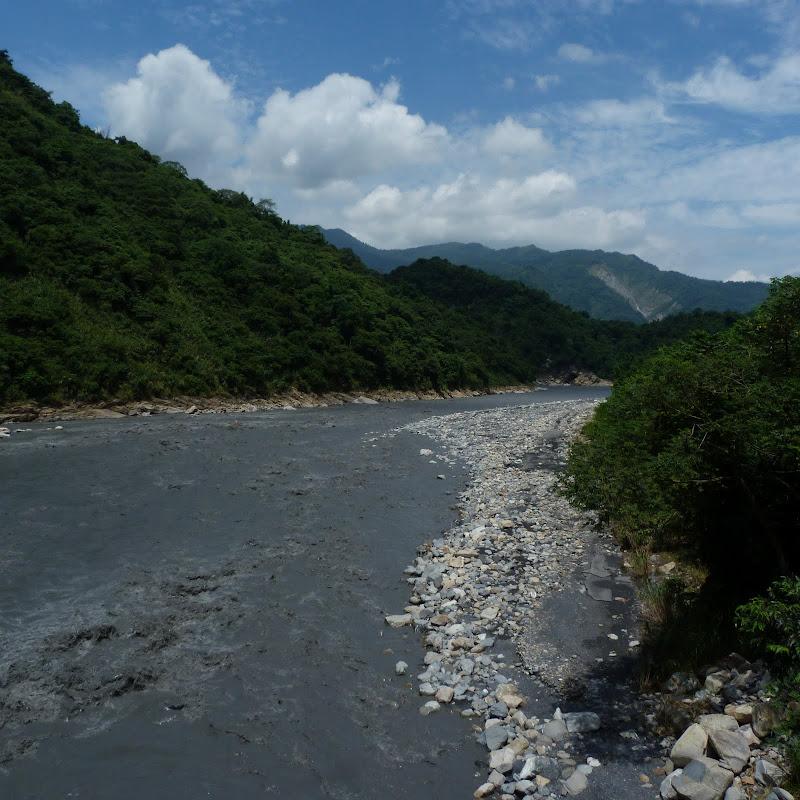 Puli  en passant , entre autres, par les villages de l ethnie Bunum de Loloko et Dili. J 10 - P1160834.JPG