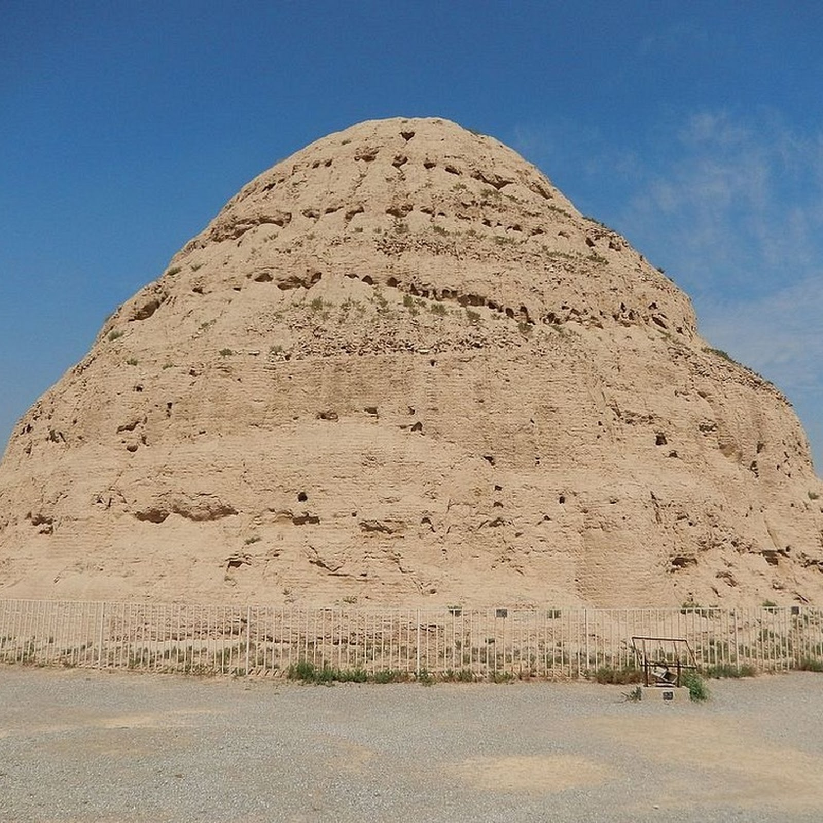 The Ruins of Western Xia's Imperial Tombs