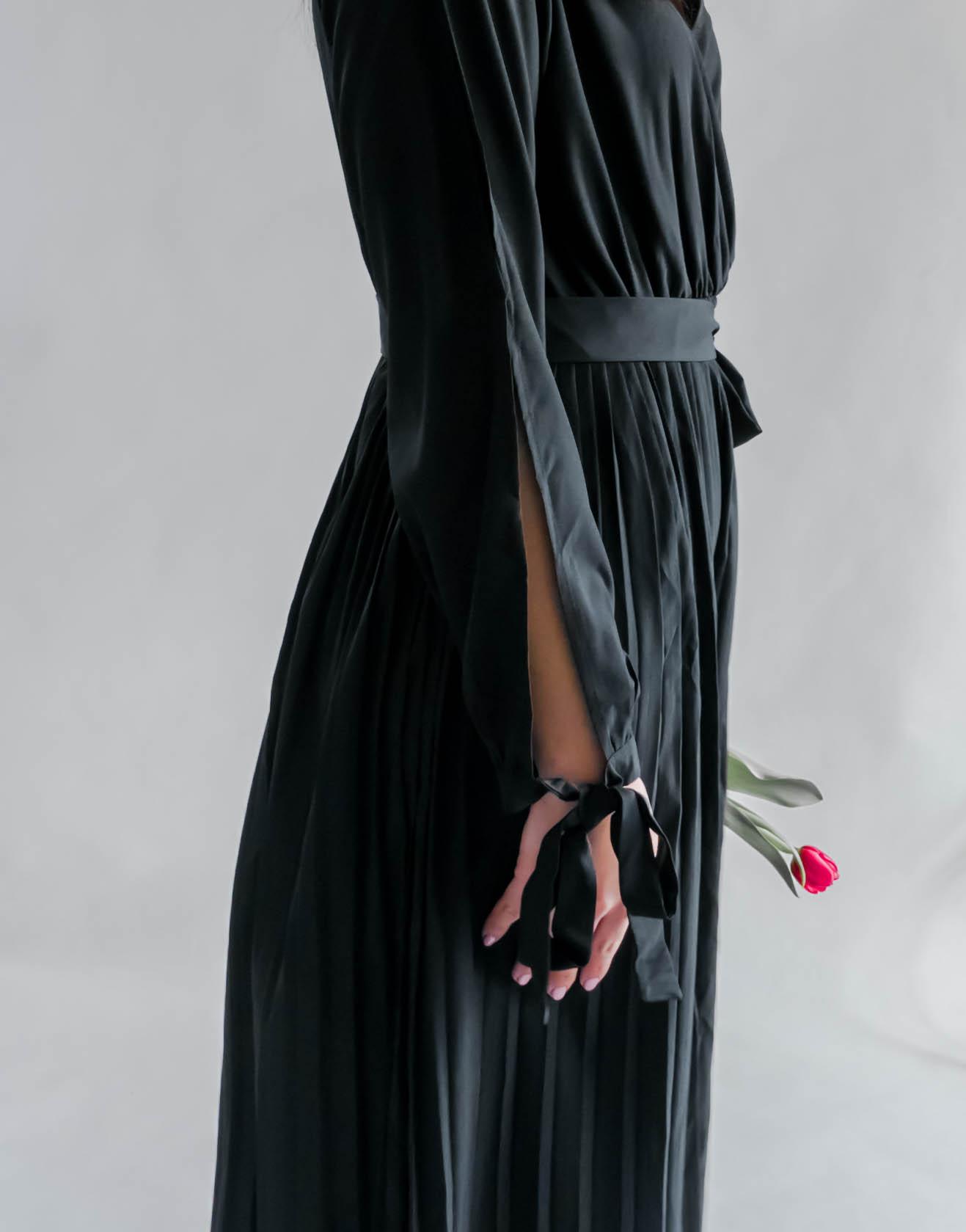 Sukienki z ciekawym wykończeniem