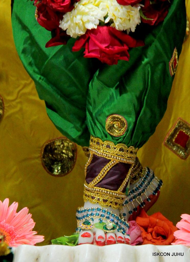 ISKCON Juhu Sringar Deity Darshan on 18th Jan 2017 (43)