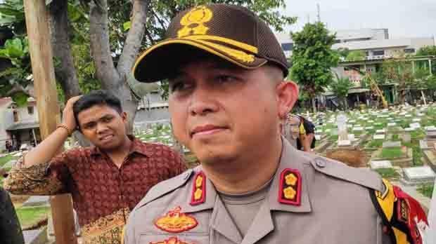Kapolres Jaktim Janji Tindaklanjuti Pembakaran Bendera PDIP