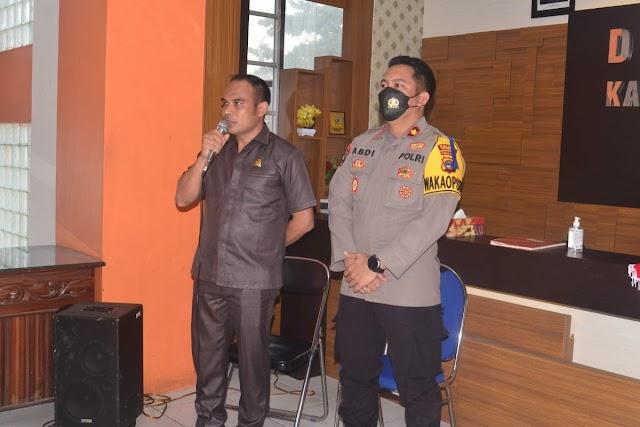 Buser Macan Bamega Terima Penghargaan dari Ketua DPRD Kotabaru