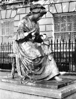 Памятник портнихе, Англия