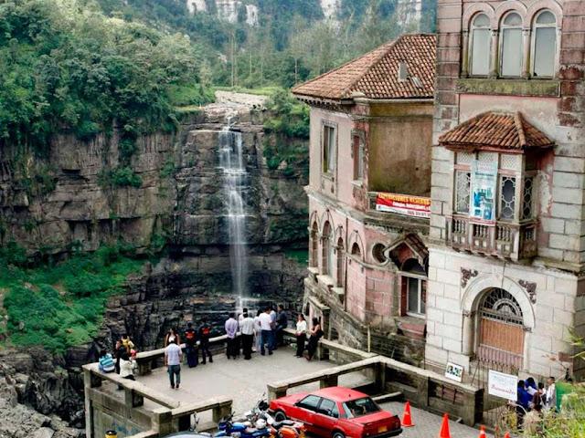 Hotel del Salto, na cascata dos suicidas