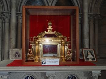 2017.06.10-062 reliquaire dans la cathédrale