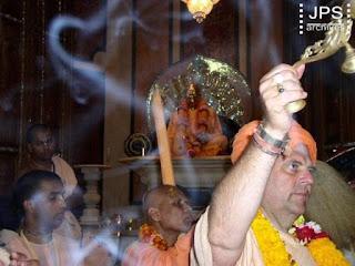 Цитаты. Слушая вибрации Харе Кришна.