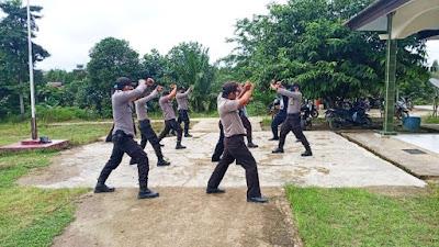 Jaga Kesehatan, Personel Polsek Belitang Latihan Bela Diri
