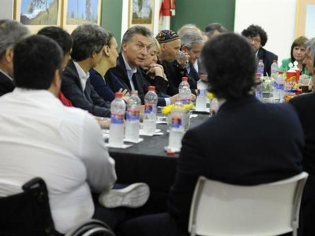 El Gobierno aclaró que no hubo incrementos en los sueldos del Presidente y su gabinete