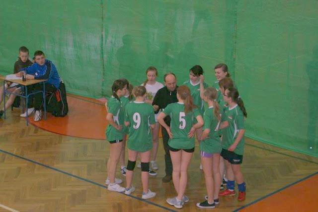 Zawody siatkarskie dziewczat 1 marca 2011 - DSC09338_1.JPG