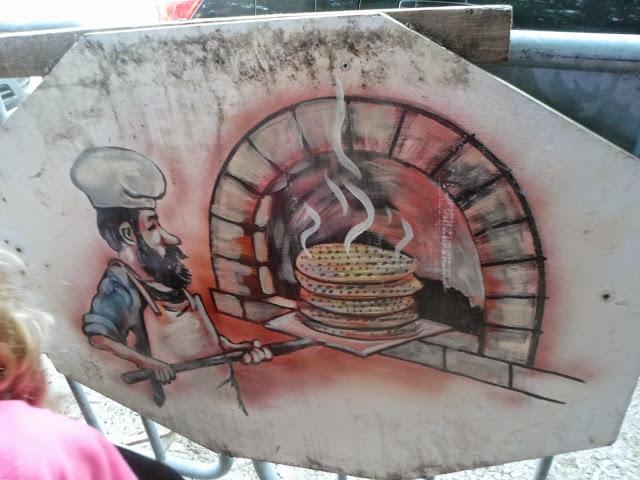 """לקראת פסח-ביקור במפעל מצות  עם הילדים -כפר חב""""ד"""