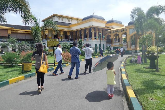 Diana traveling ke Medan.