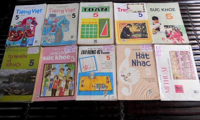 Sách giáo khoa tiểu học cũ - nơi lưu giữ từng trang ký ức DSCN3256