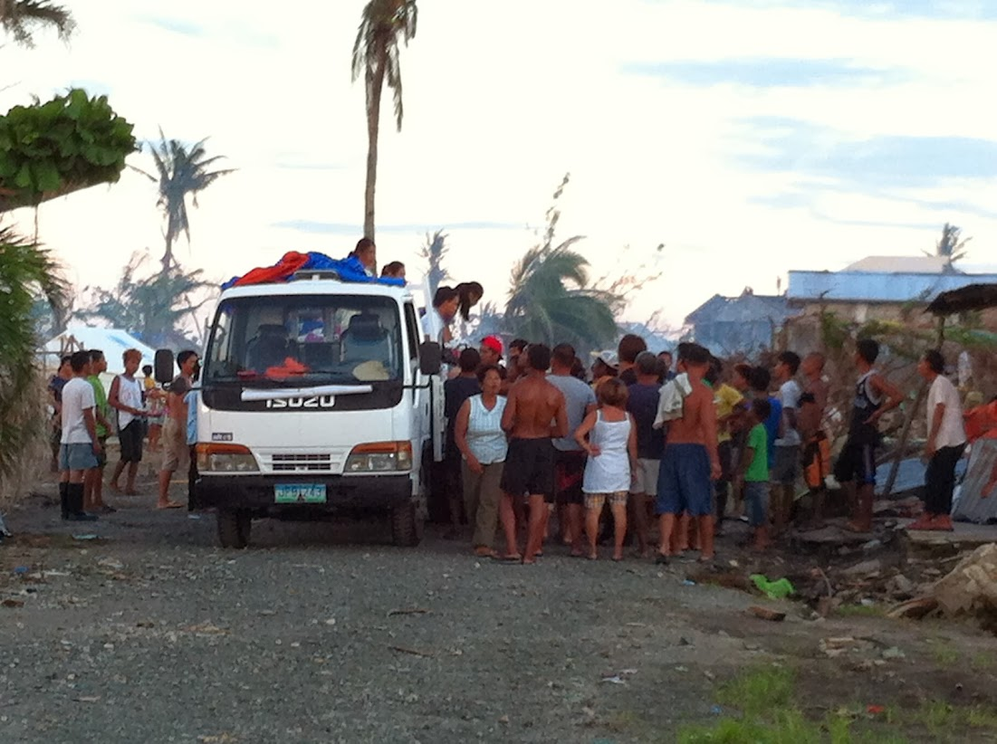 https://lh3.googleusercontent.com/-bbGNOEMPdho/Utjqy2tzOfI/AAAAAAAADOU/-9qF0Gb3SLQ/w1101-h822-no/san-jose-tacloban-relief-009.jpg