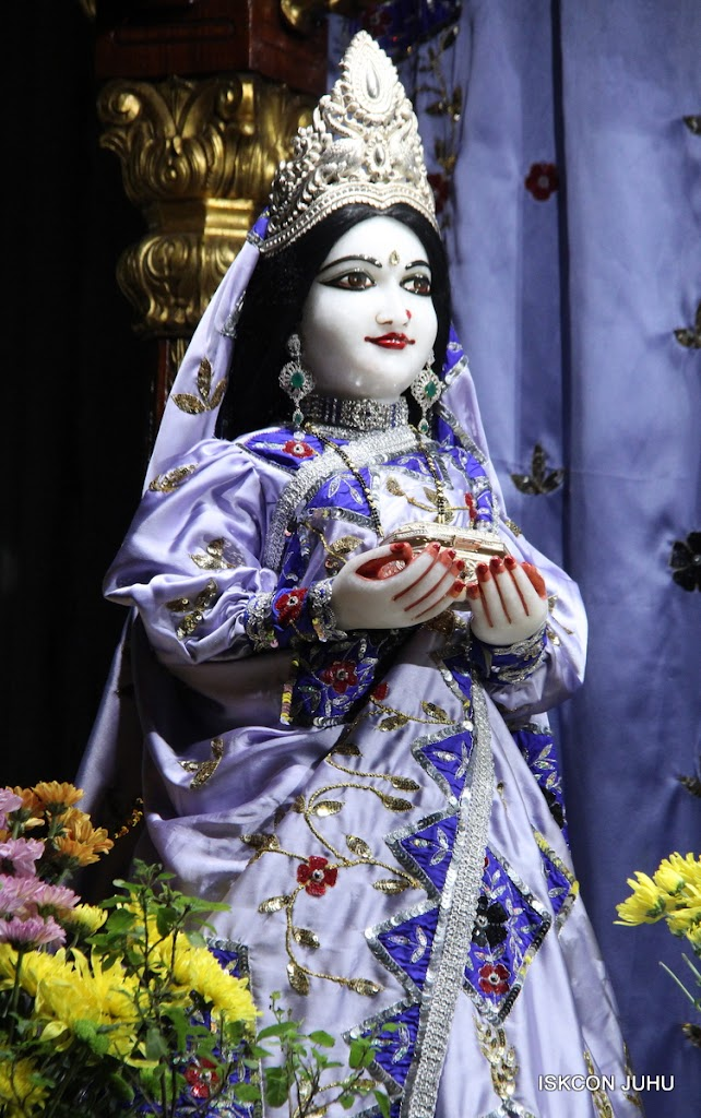 ISKCON Juhu Mangal Deity Darshan on 11th Aug 2016 (13)