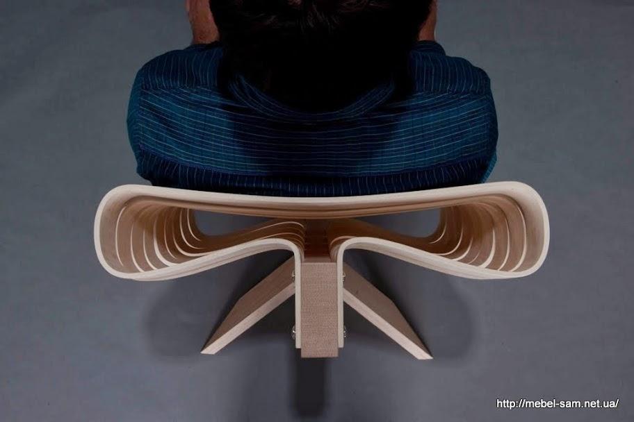 Спинка фанерного кресла крупным планом