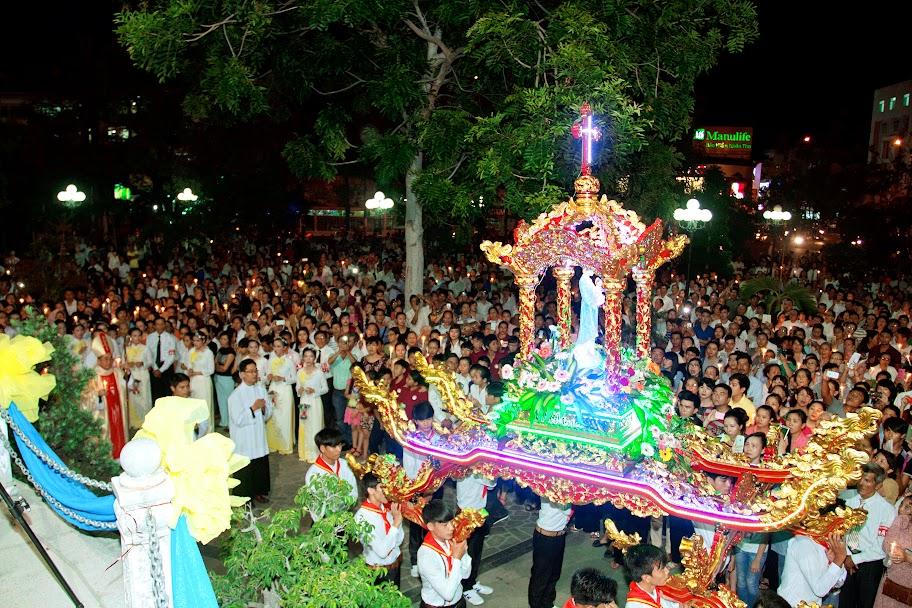 Liên Giáo hạt Nha Trang-Diên Khánh-Vạn Ninh: Mừng kính trọng thể lễ Chúa Ba Ngôi và kiệu Đức Mẹ La Vang tại nhà thờ Chánh Tòa Nha Trang
