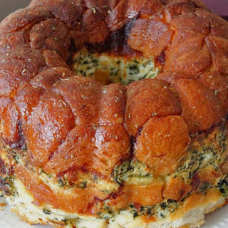 Cheesy Spinach Dip Monkey Bread