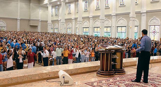 Resultado de imagen para Iglesia Universal del Reino de Dios. argentina
