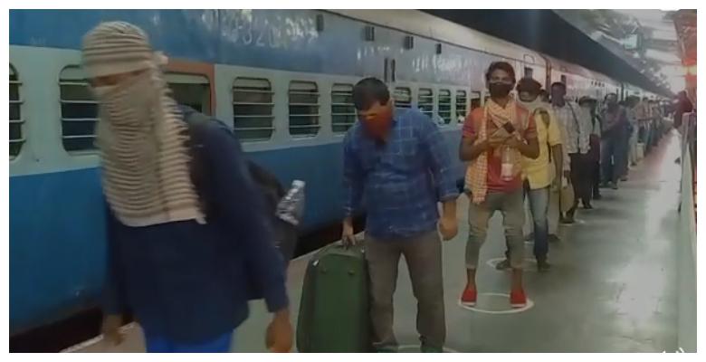 साबरमती से 715 रुपये ट्रेन किराया देकर सीतामढ़ी पहुंचे 12 सौ प्रवासी श्रमिक