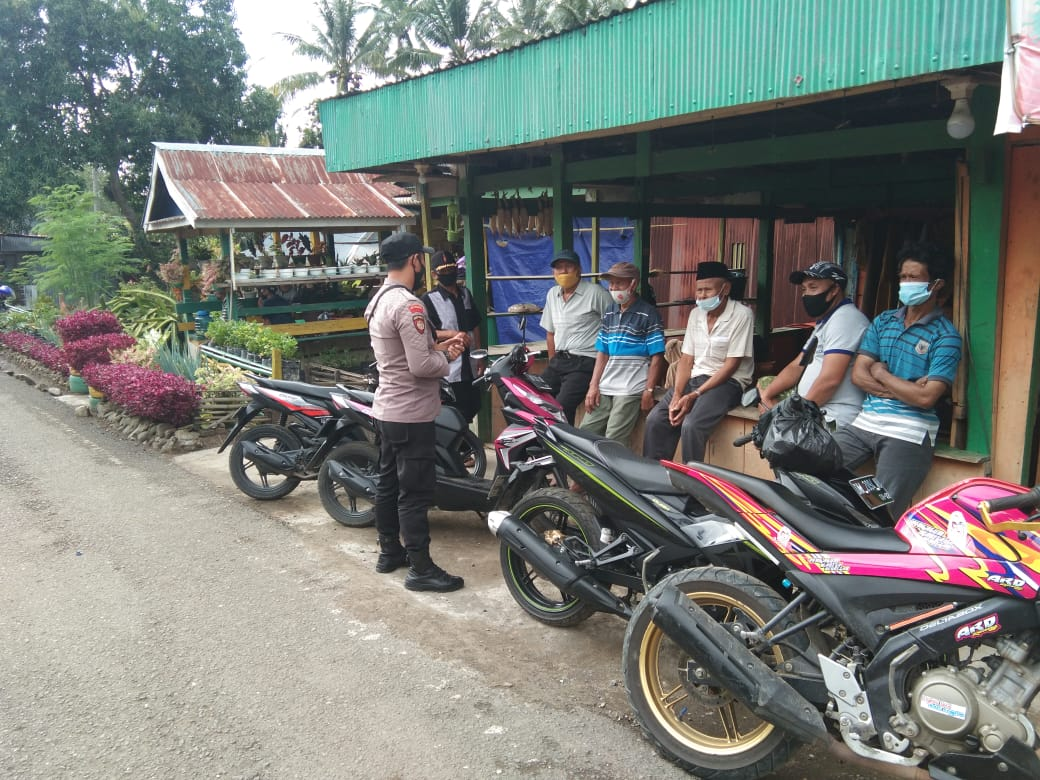 Personil Polsek Marioriwawo Melaksanakan Pam dan Patroli Dialogis di Pasar Tradisional Waepute Desa Gattareng