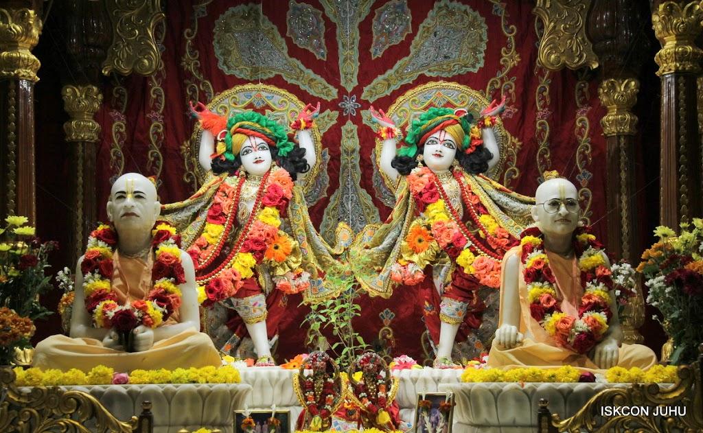 ISKCON Juhu Sringar Deity Darshan on 23rd Aug 2016 (47)