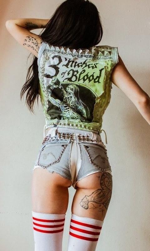 sexy_tigre_sob_bunda_da_tatuagem