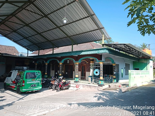 Kegiatan bersih bersih masjid di Masjid Al Barokah, Ploso Kulon, Ploso Gede, Ngluwar, Magelang