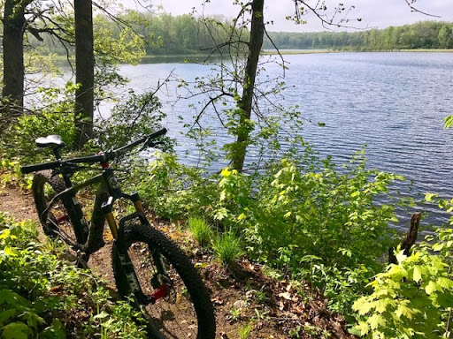 Lakeside singletrack Twin Lakes. May 16th, 2017