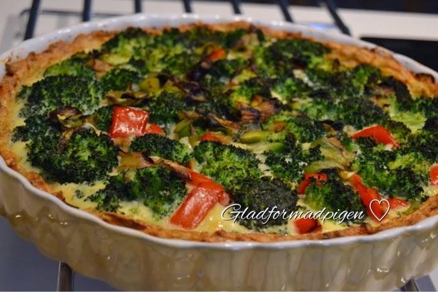 Gladformadpigen Broccoli Porre Tærte Med Kyllingefars Bund