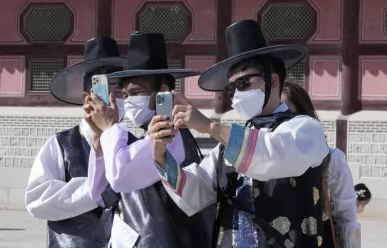 OMS reporta una bajada global de los contagios de COVID-19