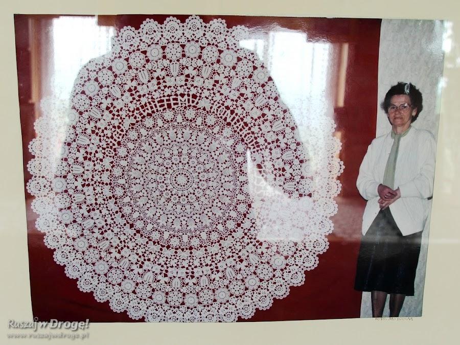 Koniakowskie koronki - Helena Kamieniarz z koronką dla Ojca Świętego