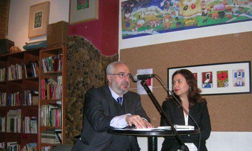 """Presentación de """"El León Errante"""" de Santiago González Carriedo, en Kaf-Café"""
