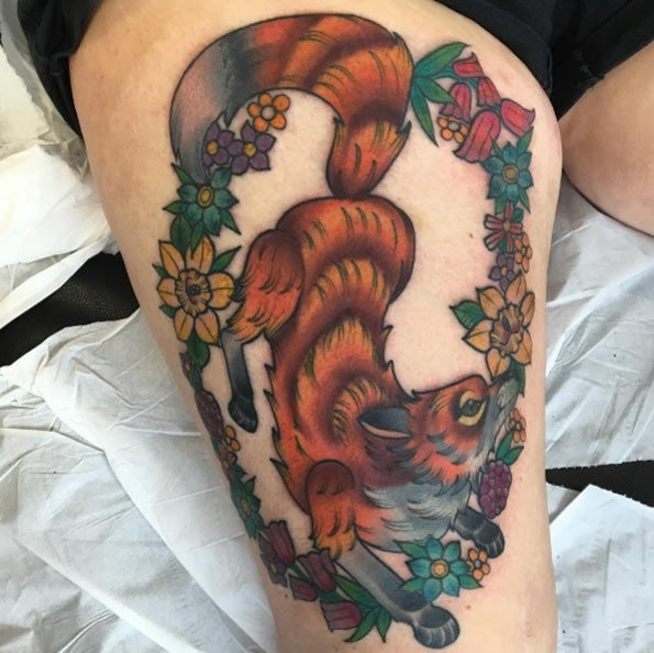 este_floral_fox_desenho_de_tatuagem_na_coxa