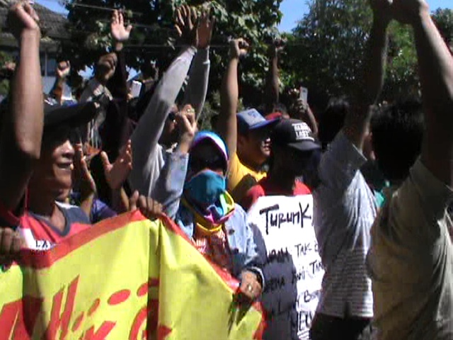 Tagih Pencopotan Kades, Ratusan Warga Cangkringmadu Kembali Demo Pemkab