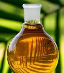 Olio di palma liquido giallo rossastro in ampolla