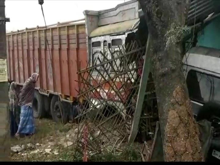 पहले बोलेरो और कार को किया क्षतिग्रस्त, फिर घर में जा घुसा अनियंत्रित ट्रक
