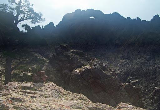 Dans la traversée horizontale en haut de la falaise