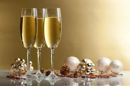 Brinde com champagne ano novo