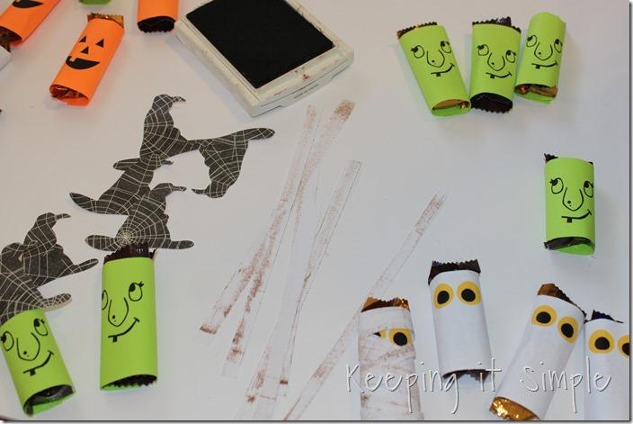 #ad Halloween-candy-bar-wrappers-with-Halloween-jokes-printable #BooItForward (6)