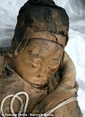 CHINE: DÉCOUVERTE D'UNE MOMIE DE 700 ANS DONT LE VISAGE EST INCROYABLEMENT CONSERVÉ Momie