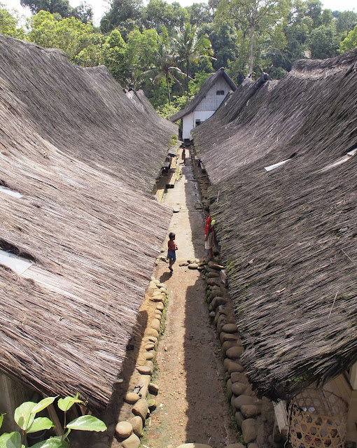 The houses in Kampung Naga are laid out in grid like form, with doors opening to a shared dirt 'hallway'.