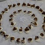 Finger spoony: jemný kozí sýr s brusinkami, sušené fíky, hrozinky