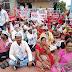 """आम आदमी पार्टी, सीआयटीयु मार्क्सवादी काॅम्युनिस्ट पार्टी, संभाजी ब्रिगेड, रिपब्लिकन पार्टी यांनी """"भारत बंद"""" च्या पार्श्वभूमीवर गांधी चौकात केली निदर्शने. #Chandrapur"""