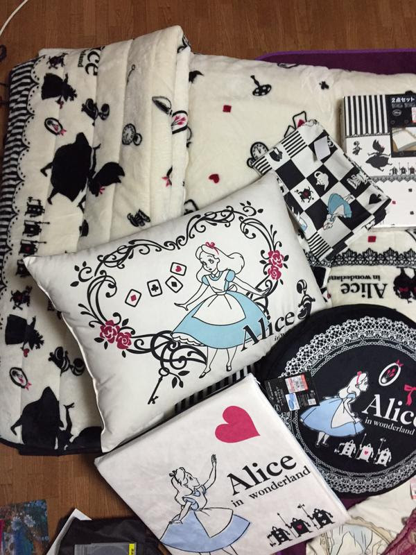shimamura-cushion-alice02.jpg