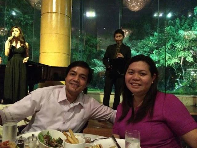 Relaxing while having dinner at the Lobby Lounge of Makati Shangri-La