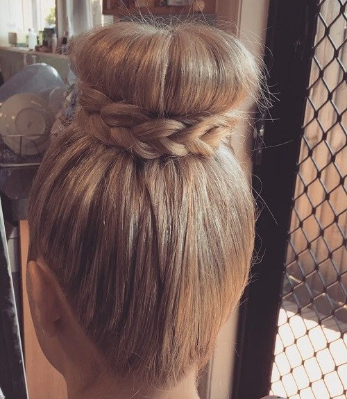 The Trendy Bun Hairstyles For Casual And Formal In Current Year 2017 20