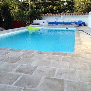 Borde piscina vierteaguas blanco hueso y acerado chasnera 42 blanco hueso.jpg