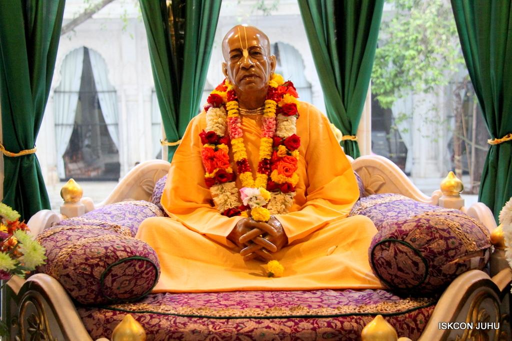 ISKCON Juhu Sringar Deity Darshan on 30th Dec 2016 (44)