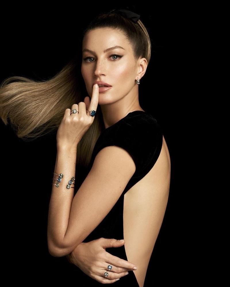 Gisele Bundchen stars in Vivara Jewelry Christmas 2020 campaign.
