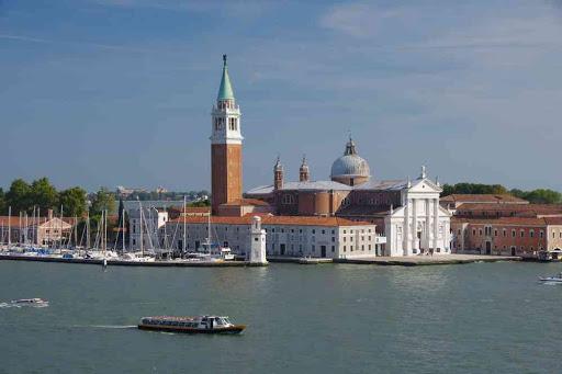San Giorgio Maggiore vue depuis une fenêtre du palais des Doges.